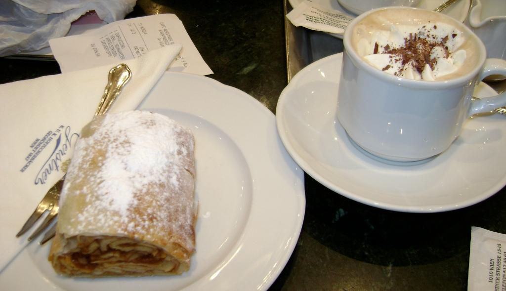 ausgezeichnet apfelstrudel und cappuccino-Wien, Österreich